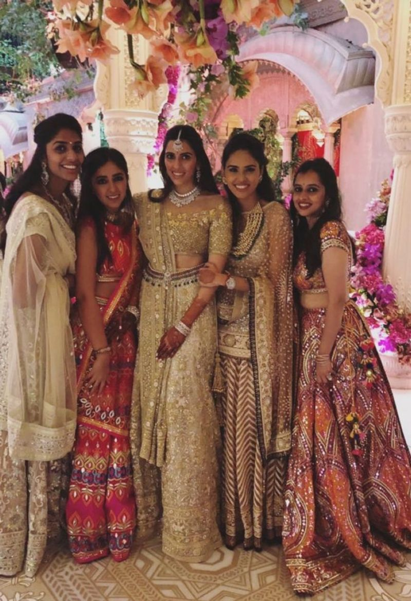 Pin By Poonam Joshi On Lehenga In 2019 Bridal Outfits