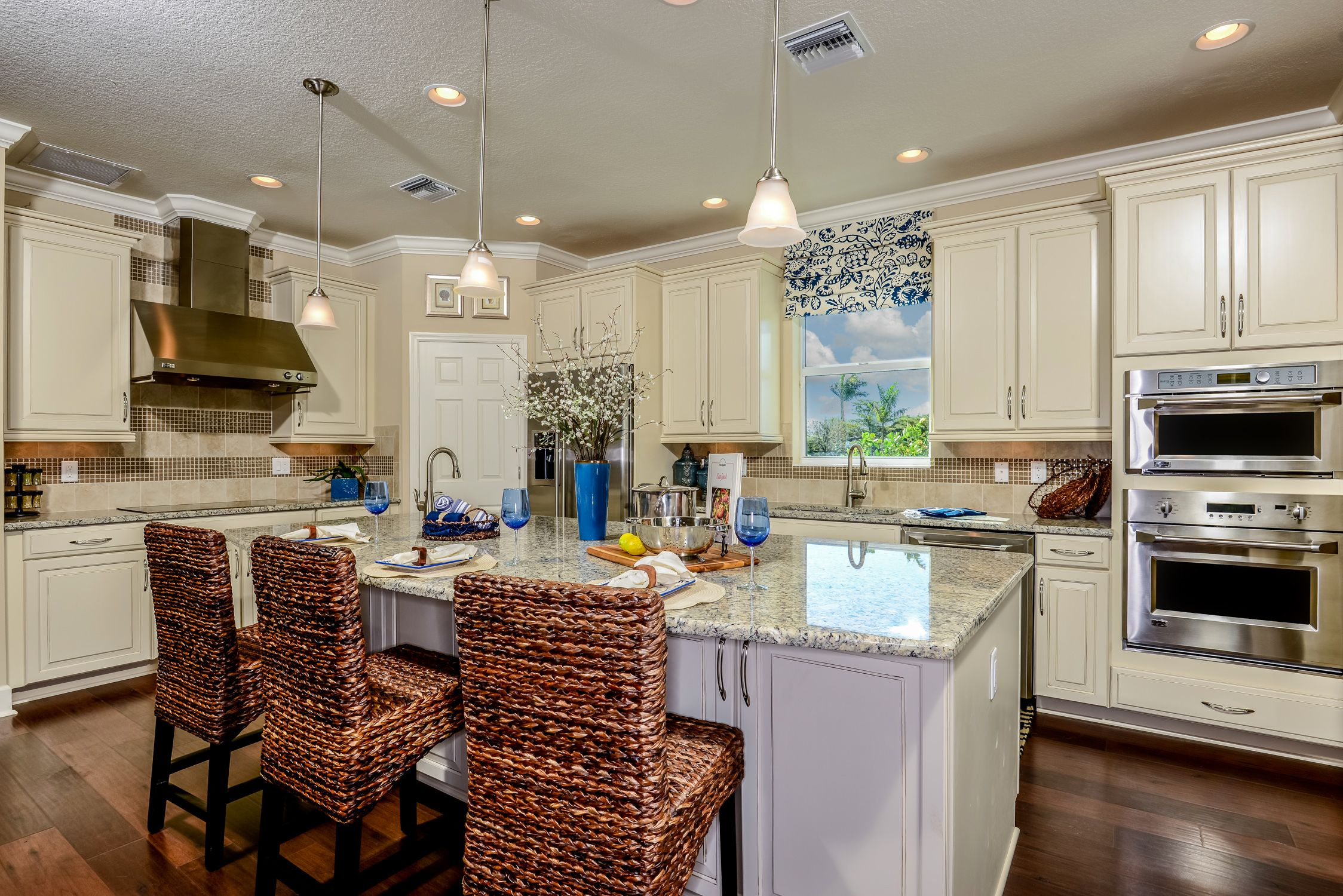 Cook Your Favorites In The Kitchen Of Your Dreams Capecoral Closeout Finalopportunity Drea Beach House Kitchens Kitchen Inspirations New Homes For Sale