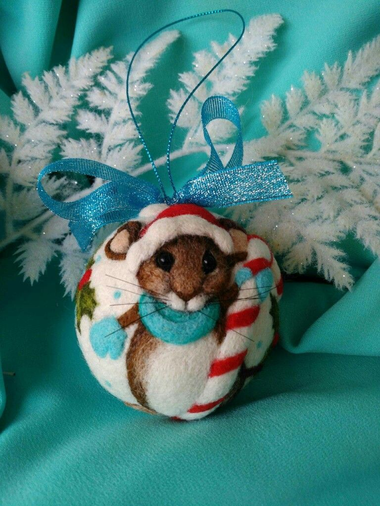 Needle felted Christmas ornament #needlefelting Needle felted Christmas ornament #needlefeltedanimals