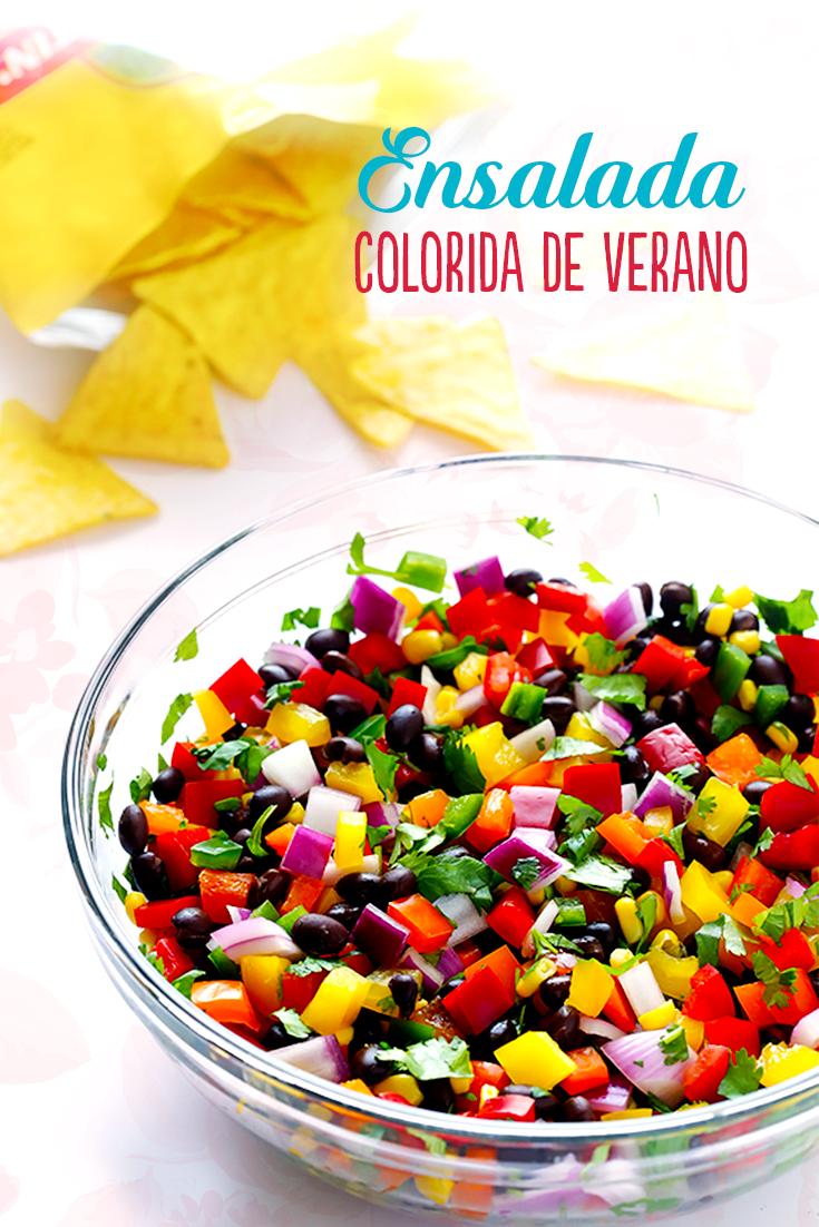 Pica 3 jitomates roma, 1-2 #jalapeños, 1 #pimiento #rojo, #amarillo y #naranja, 1 taza de #cilantro y 2/3 de #cebolla morada. Combina los ingredientes picados con 1 taza de #frijoles negros, 1 de granos de #elote cocidos, 2 cucharadas de jugo de limón, 1 chorrito de #Vainilla Molina, ½ cucharadita de polvo de #ajo, sal al gusto y sirve. Acompaña con totopos y ¡disfruta! #receta
