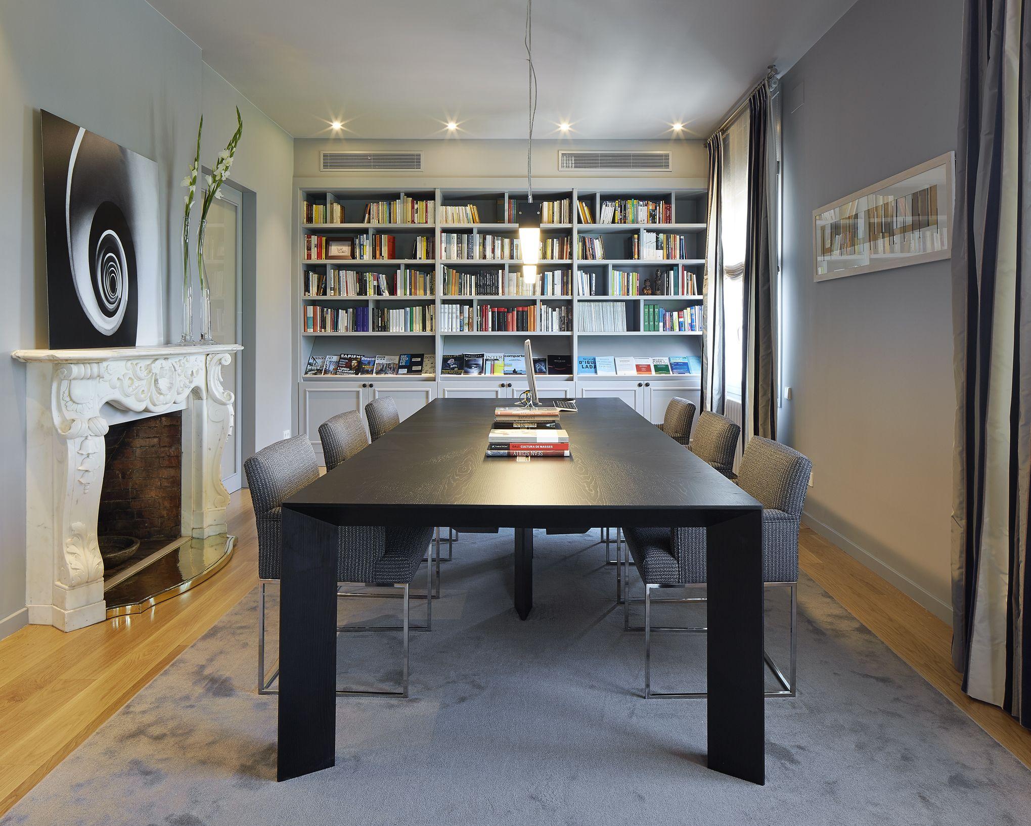 Molins interiors arquitectura interior interiorismo decoraci n biblioteca sala de - Mesas de arquitectura ...