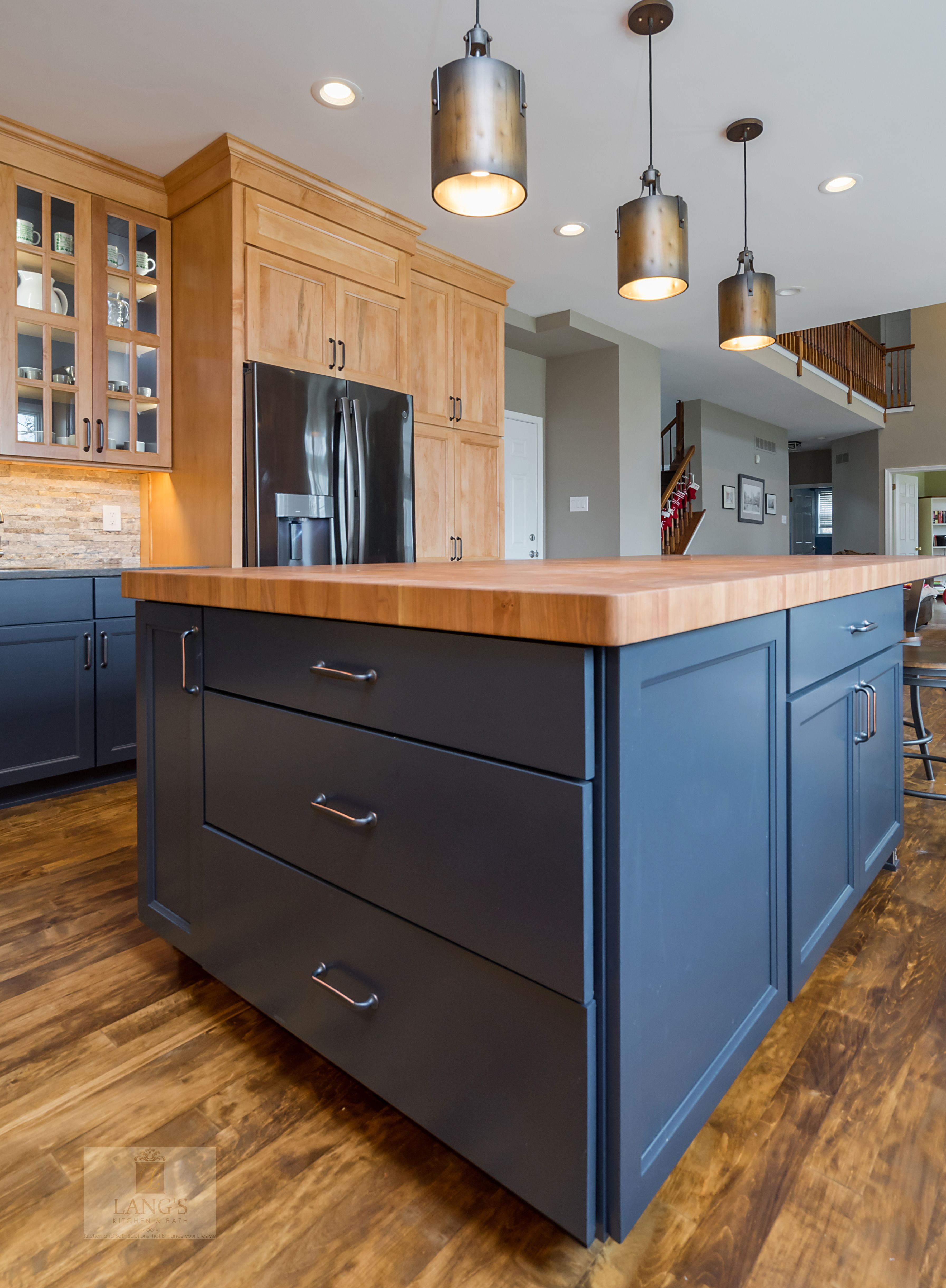 This Amazing Traditional Kitchen Design In Yardley Pa Incorporates Medium Wood Finish Ca Traditional Kitchen Design Galley Kitchen Design Kitchen Design Small
