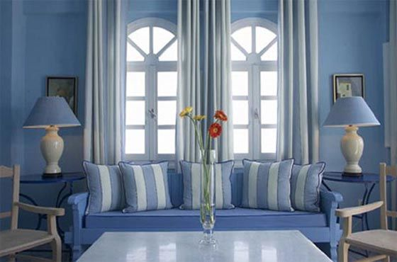 The Color Blue Evokes Positive Feelings Of Seas Skies Peace Unity Harmony Tran Blue And White Living Room Blue Living Room Interior Decorating Living Room