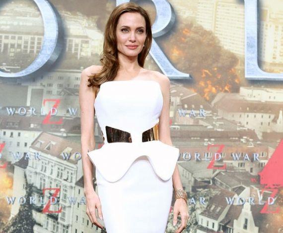 Vestido tomara que caia branco de Angelina Jolie http://vilamulher.terra.com.br/tomaraquecaia-o-queridinho-das-mulheres-14-1-32-2636.html