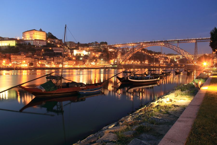 Oporto @ night (15sec, f/10, iso100)