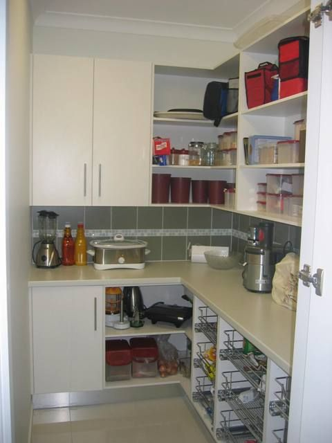 Walk in pantry shelving ideas walk in kitchen pantry for Walk in pantry