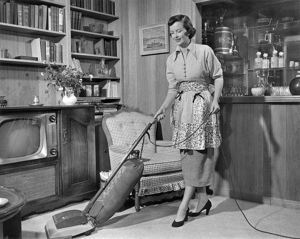 women  cleaning ile ilgili görsel sonucu