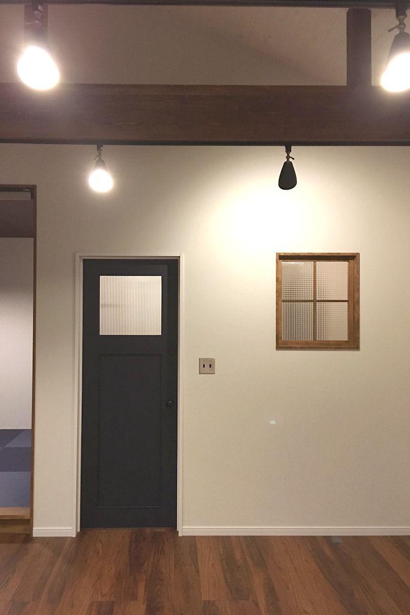 デザインガラスの室内窓で明るいお部屋に Chg 002 チェッカーガラス リストラルm を使用した事例 三重県桑名市 W社様 室内窓 室内 インテリア 窓