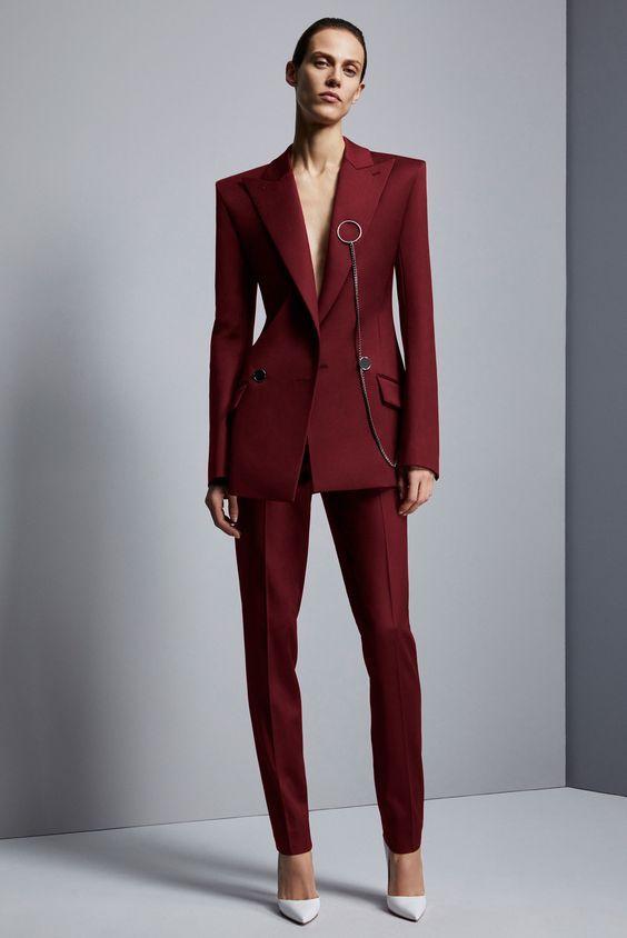 dad0ade510d Модные брючные костюмы женские 2017 года. Новинки дизайна делового костюма  для девушек 2017 года. Брючный костюм женский весна лето 2017.