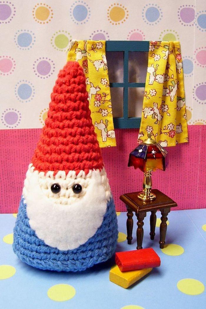 Zwerg mit roter Hut und blaue Kleider, langer weißer Bart Amigurumi ...