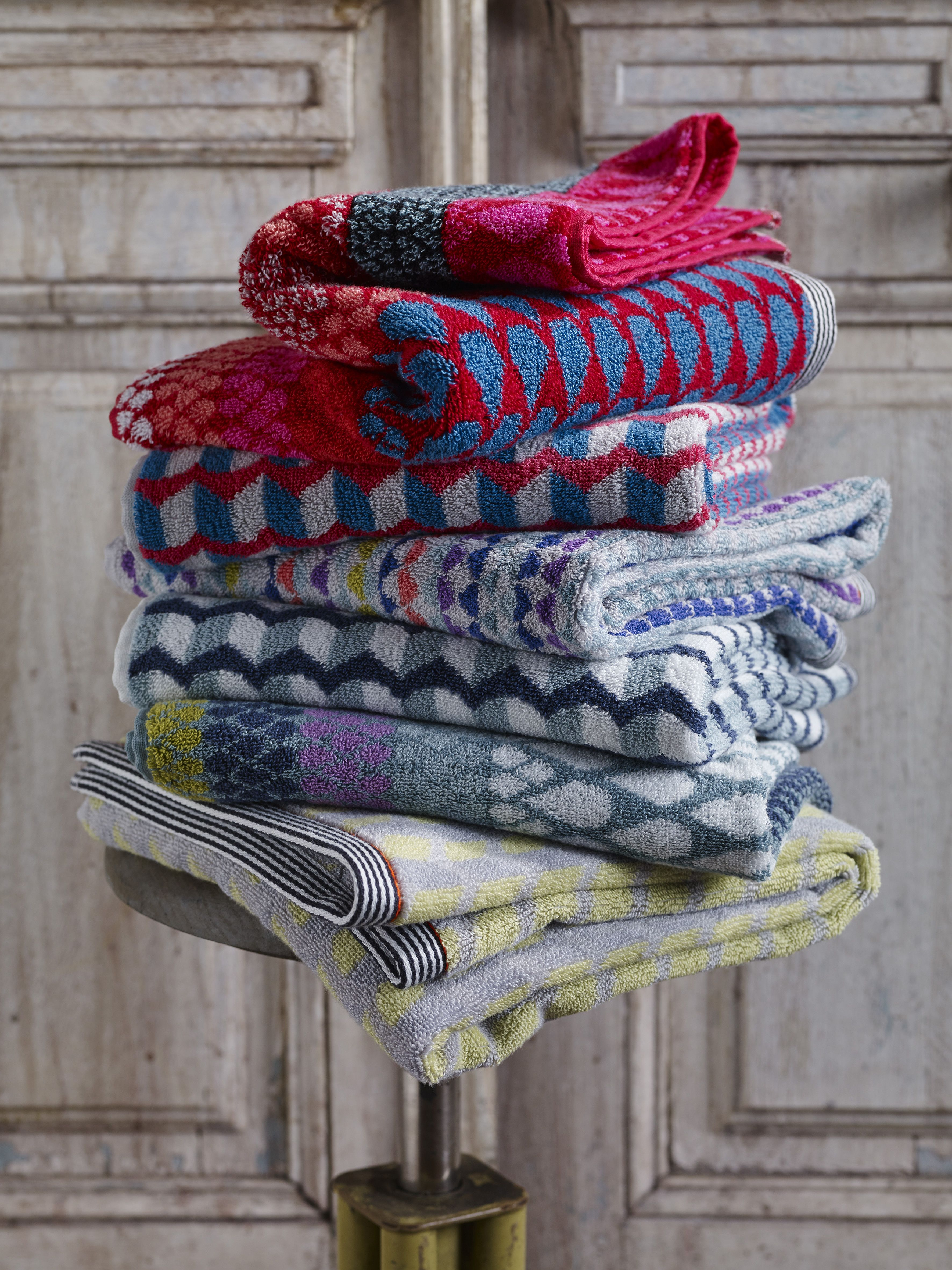 woven patterned towels by margo selby spring 2016 homeware products and bathroom accessories - Magenta Bathroom 2016