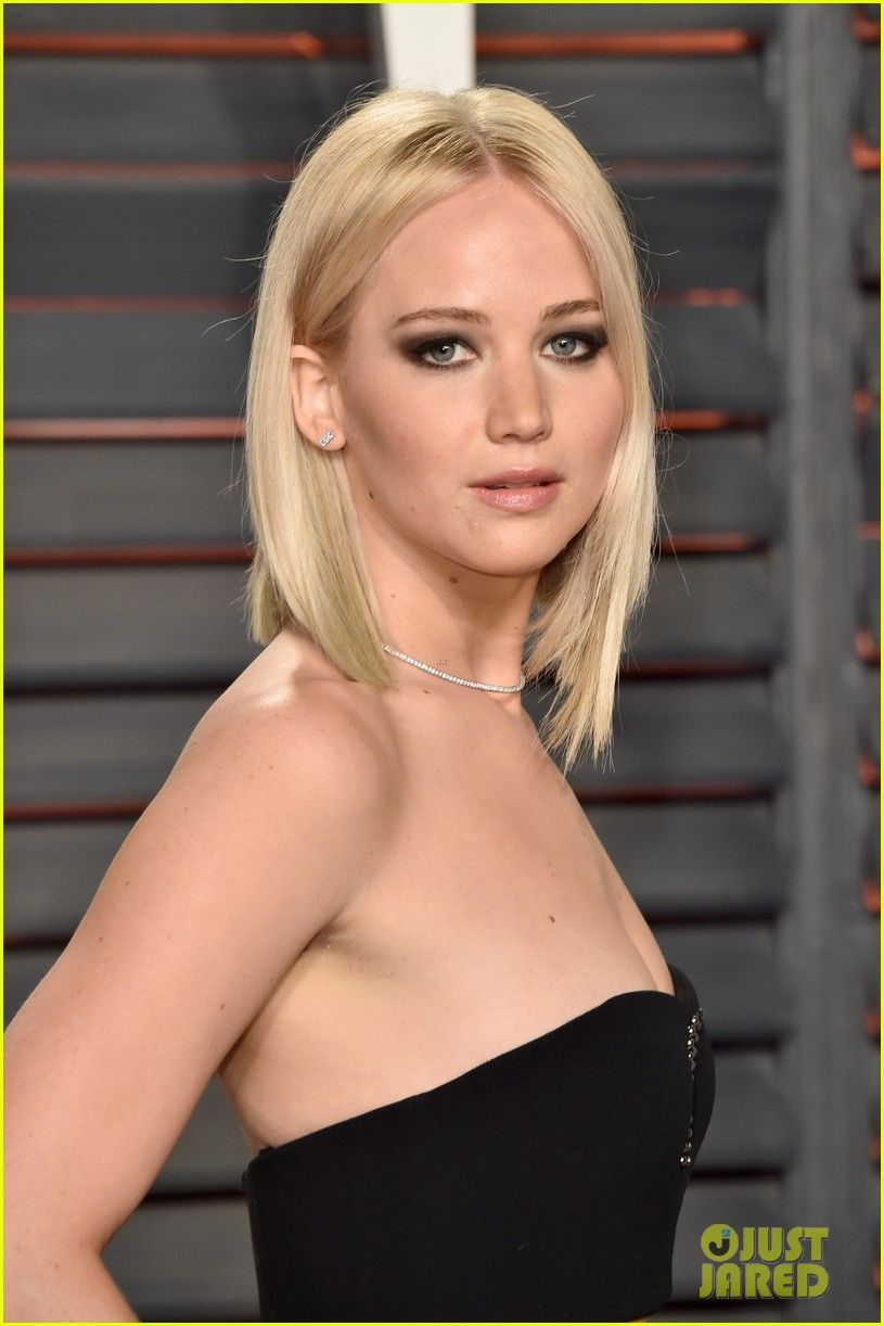 Jennifer Lawrence at Oscars 2016 Vanity Fair Party!