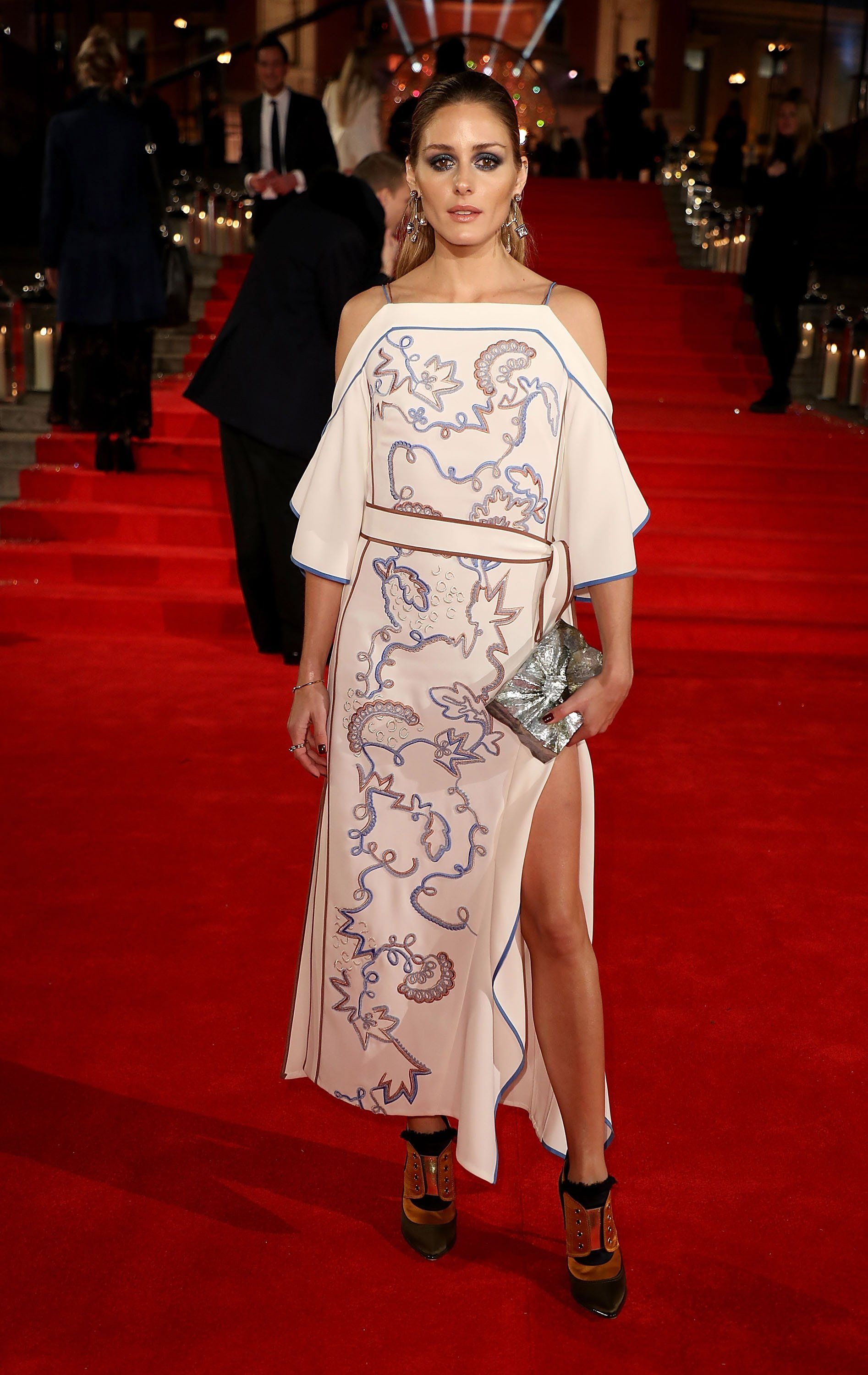 Olivia Palermo Pulls An Angelina Jolie Red Carpet Move At