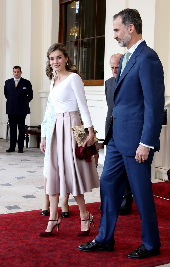 Queen Letizia Paired Her Topshop Skirt With a Straw Clutch 2ddd18452c2c