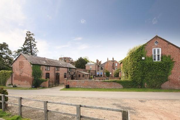 Dudleston Heath, Ellesmere - Courtyard