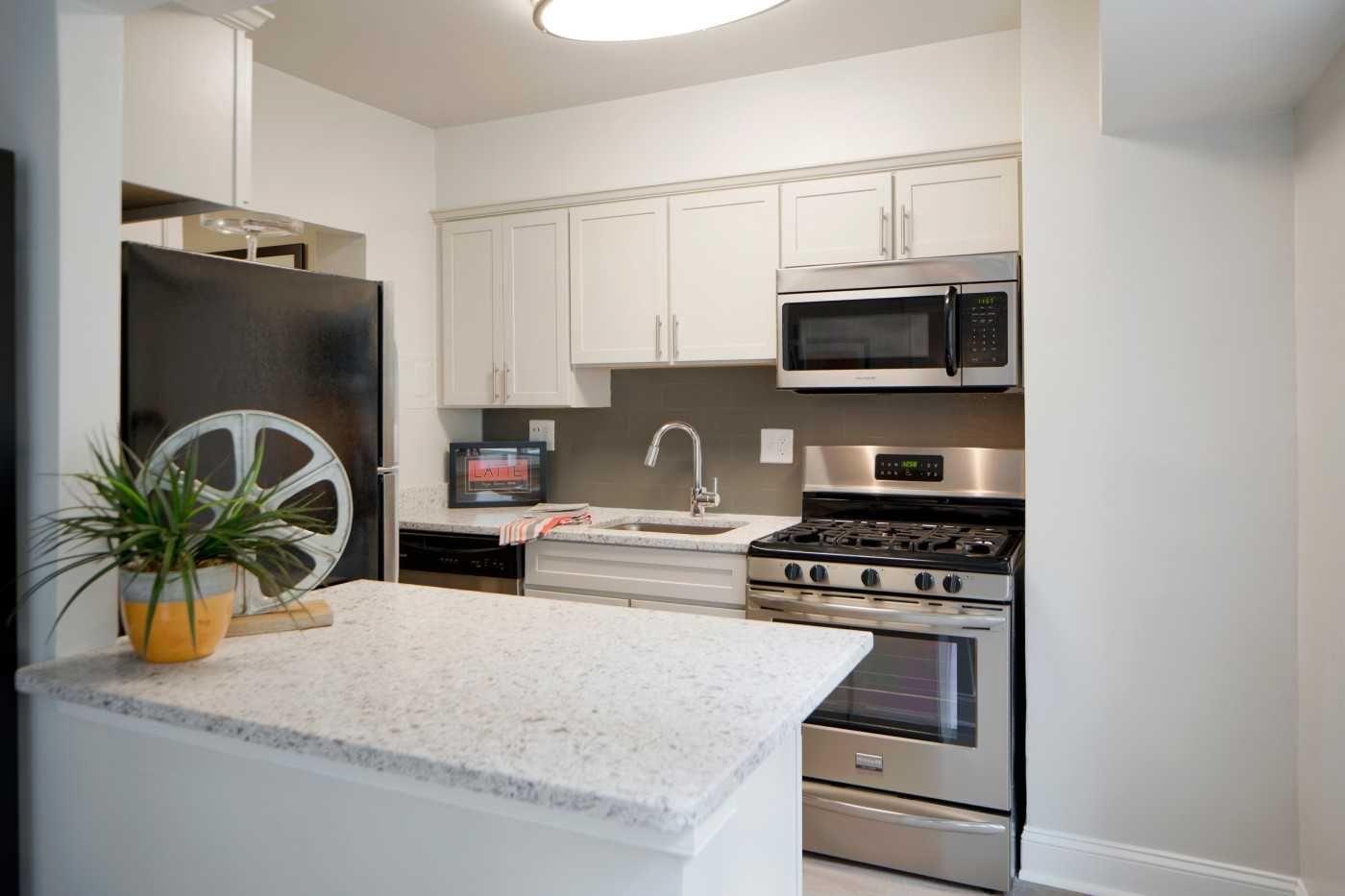 The Kenmore Connecticut Avenue Nw Washington Dc Apartments For Rent Rent Com Houston Apartment Dc Apartments Bedroom Apartment