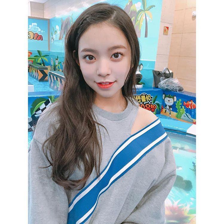 Nayeon Bias Wrecker Kpop girls, Cherry, Kpop girl groups