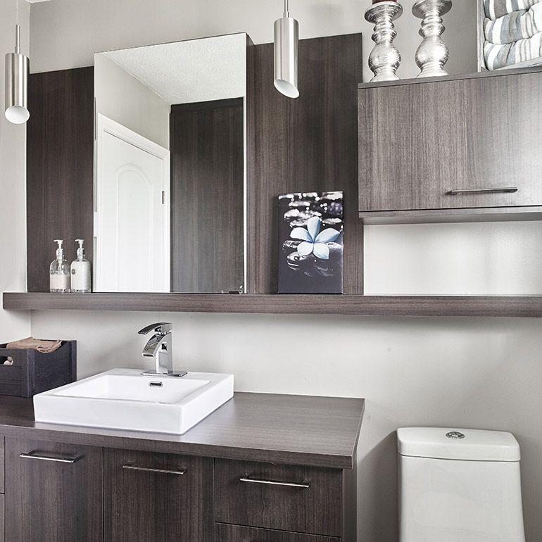 Salle de bain avec espace de rangement derri re la douche for Derriere la salle de bain