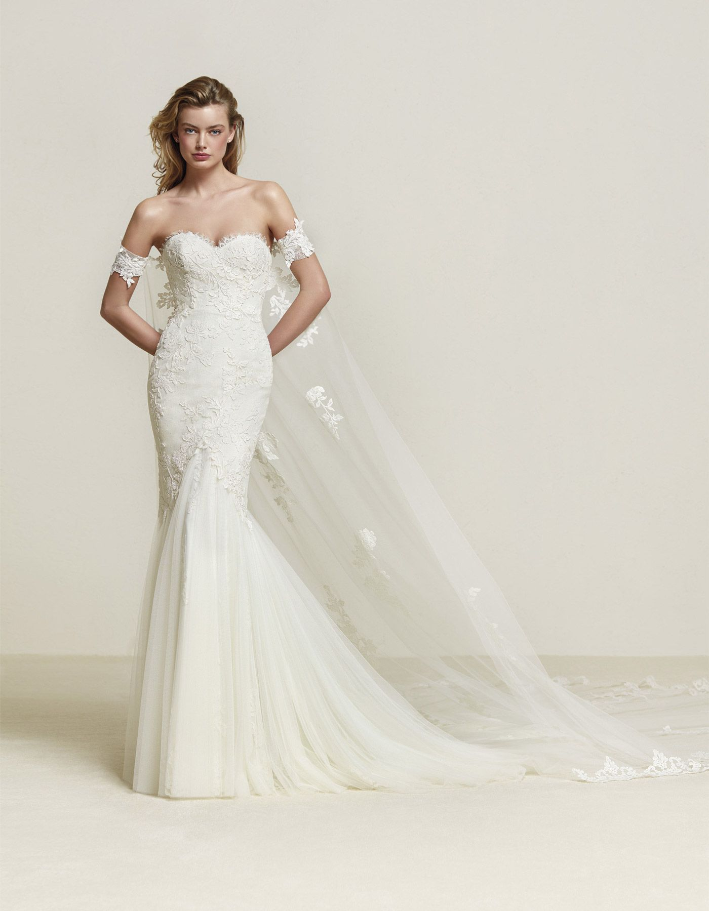 Fitted lace fishtail wedding dress | Drimea by Pronovias. Available ...