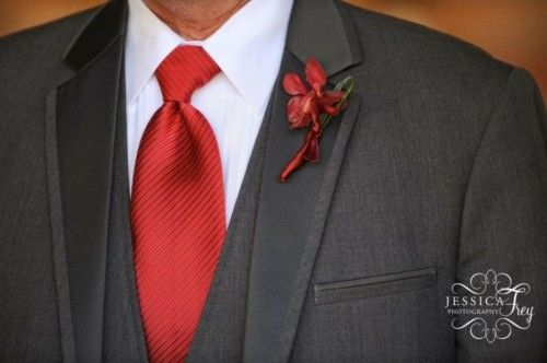 26 Chic And Sophisticated Red And Grey Winter Wedding Ideas | Weddingomania