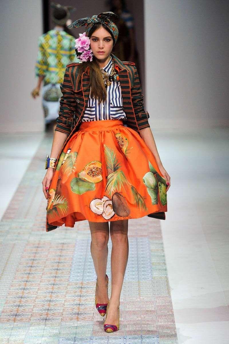 Blu e arancio, colori moda Primavera/Estate 2014 - Completo con gonna arancio di Elle Stella Jean