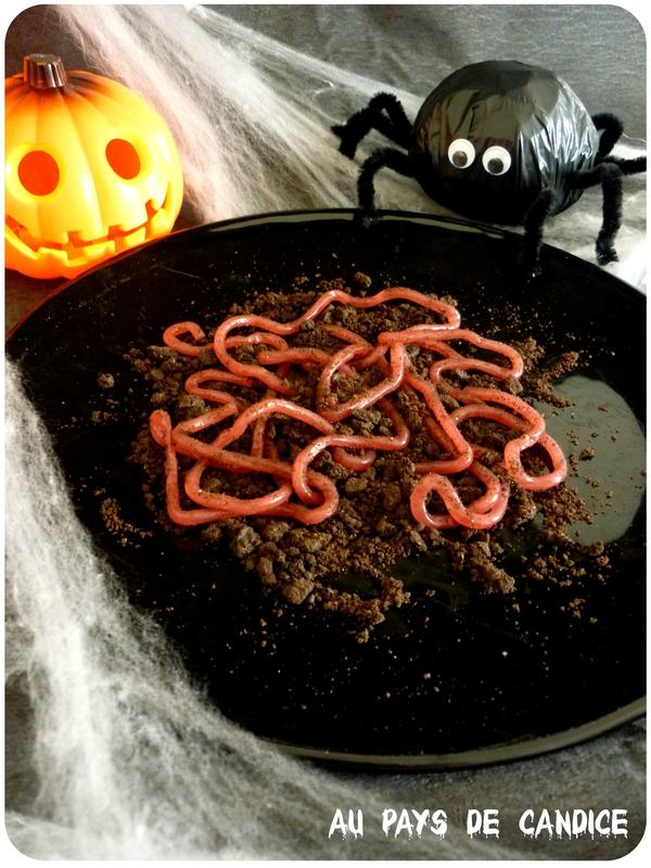 Assiette de vers de terre pour Halloween Au pays de