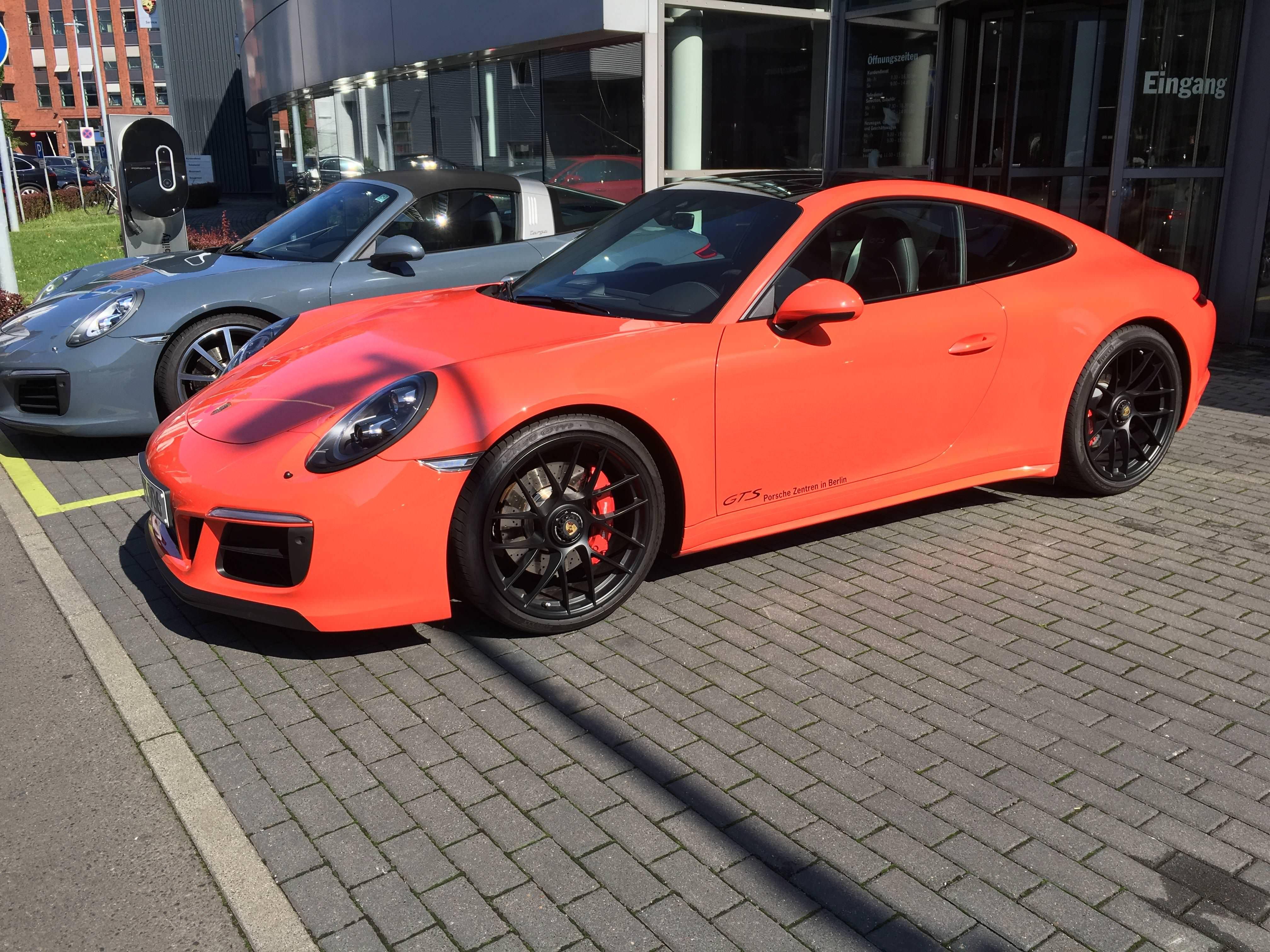 Lava Orange 991 GTS