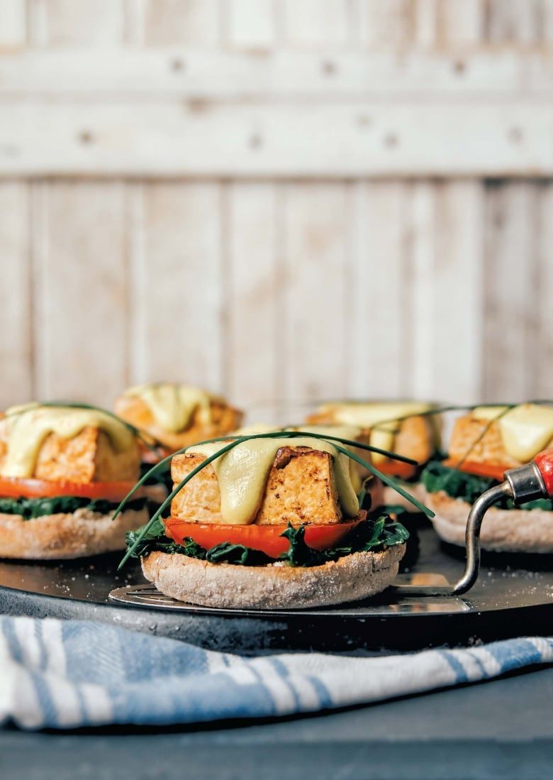 This Vegan Take On Eggs Benny Is Exactly What Your Easter Brunch Menu Was Missing