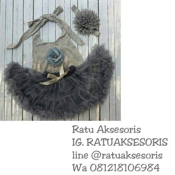 Set petite (rok n kaos) n headband Size 3m-3y Idr @150k #aksesorisbayi #perlengkapanbayi #babyheadband #babyhandmade #tutucurly #tutugotic #tutupetite #bajubayi #rokbayi #bandanabayi
