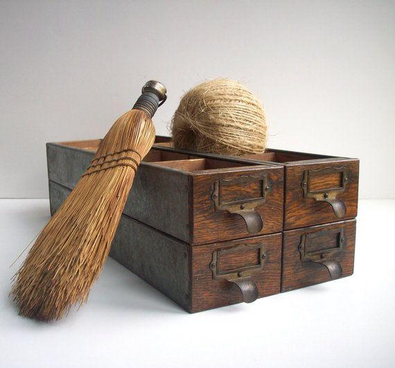 Vintage quincaillerie tiroirs avec séparateurs / par urgestudio, $84.00