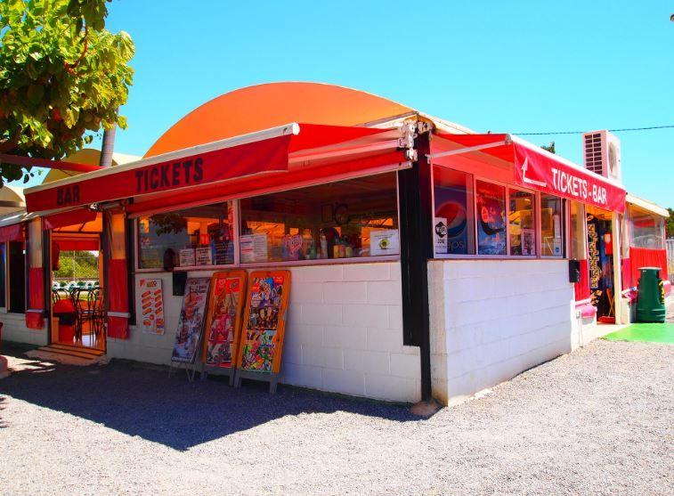 En Kartingsalou Puedes Relajarte En Nuestro Bar Terraza