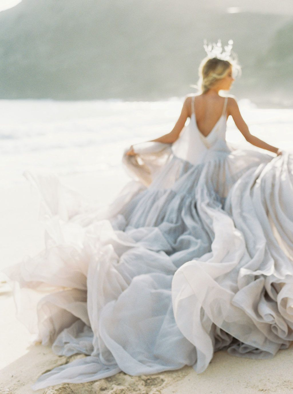 Bridal inspiration where the wildflowers grow in Платья
