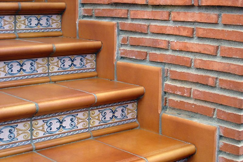 Escalera rodamanto zanqu n cer mica para exteriores y for Escaleras exteriores