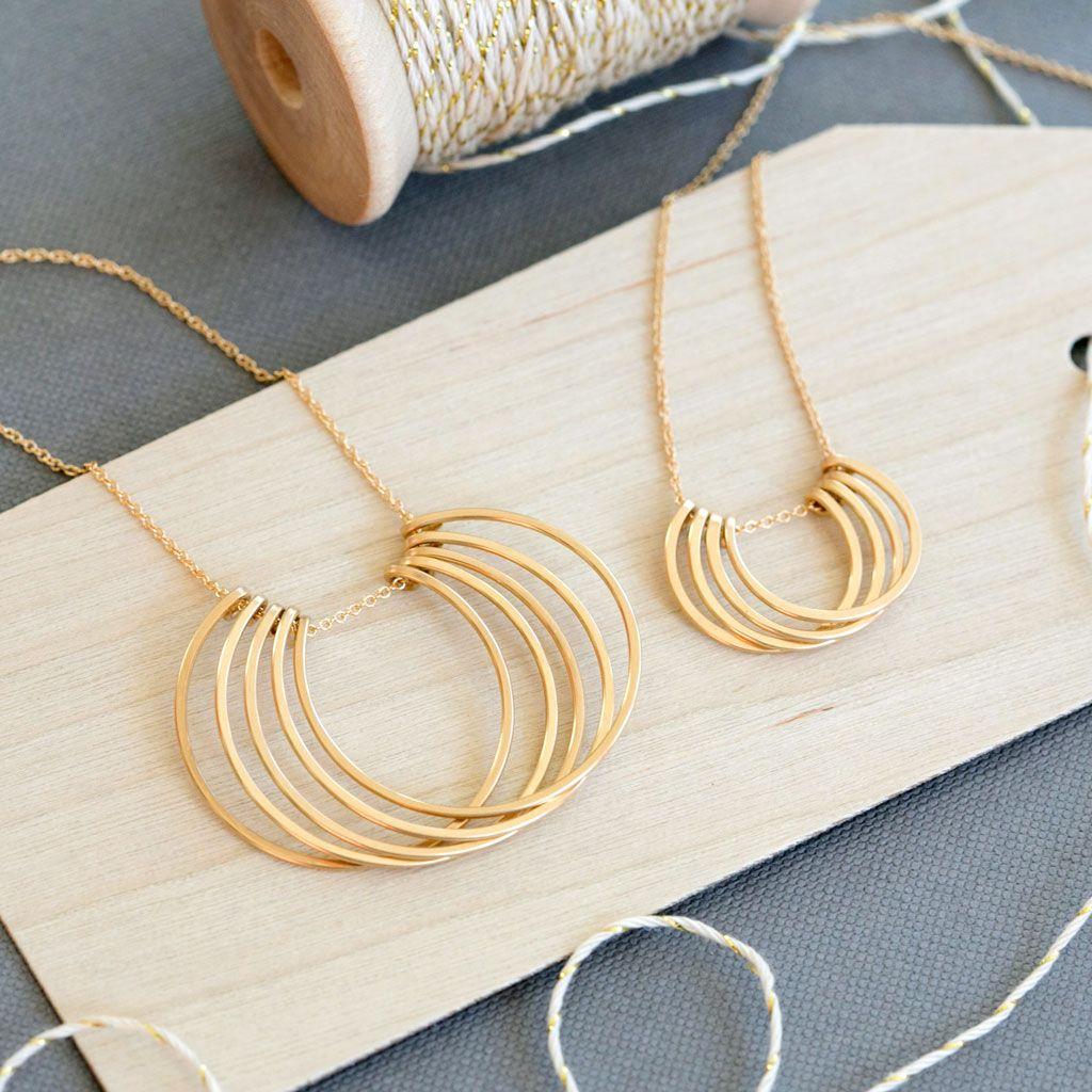 Jewelry flat lay photo styling ideas! Love the idea laying jewelry ...