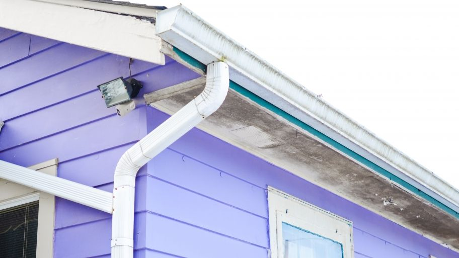 Gutter Repair And Replacement Tips How To Install Gutters Gutter Repair Diy Gutters
