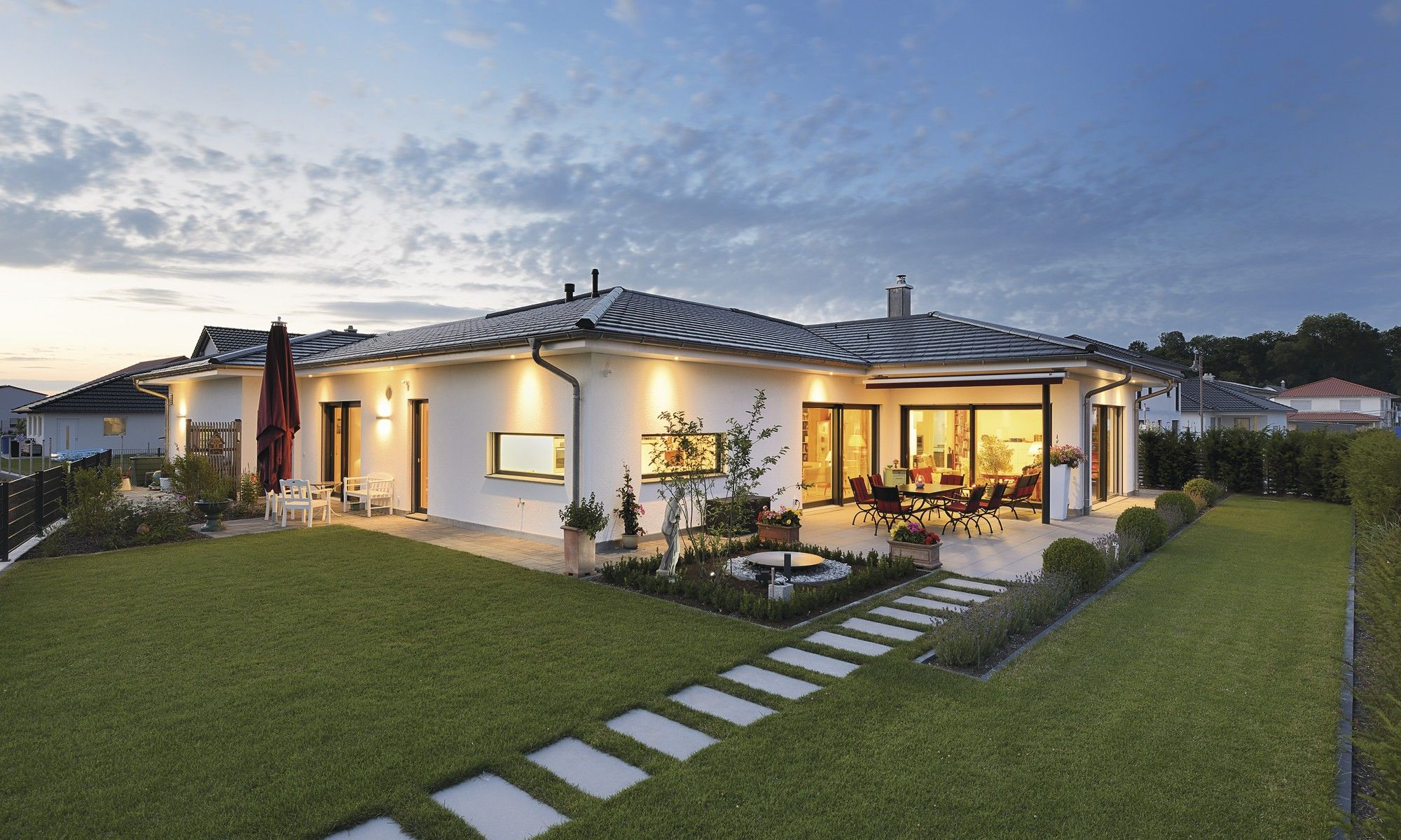 Bungalow in zeitlosem Design | exterior | Pinterest | Bungalow ...