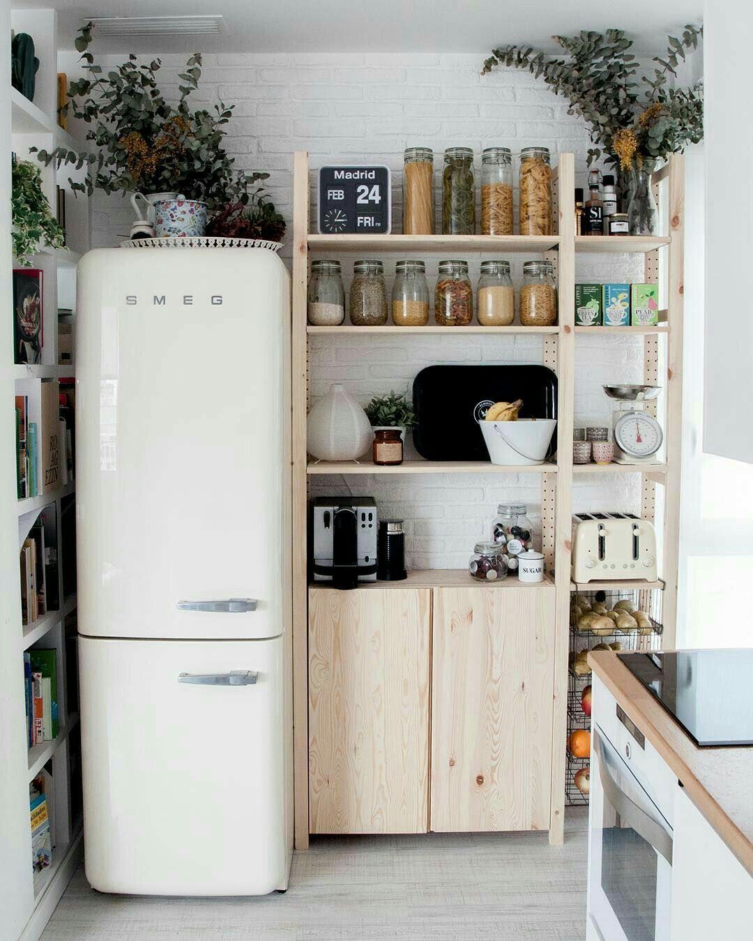 baskets in cabinetry | Espacios | Pinterest | Hogar, Cocinas y Casa ...