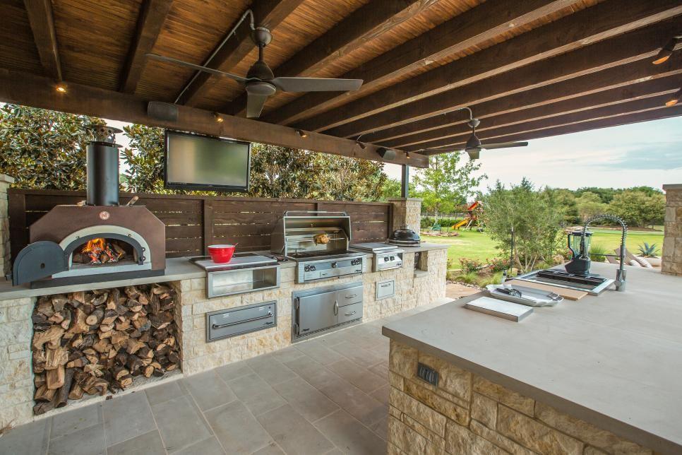 Trendige Ideen Outdoor Küche Gestalten Wetterbeständige Pflegeleichte  Kücheneinrichtung Überdach Holz Kaminofen Holzaufbewahrung Grillgerät    Kücheninsel