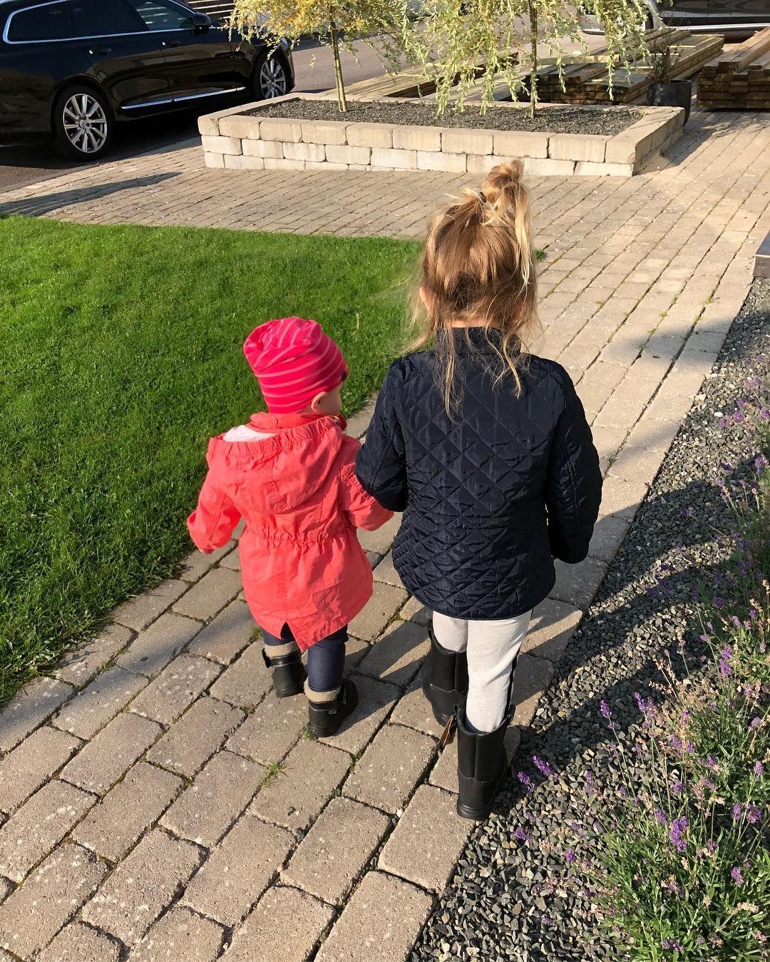 Bästa tjejerna ❤️❤️ #söndag #tjejer #bästa #finaste #mina #favoriter #systrar #Charlie #Lily #kavat #solig #höstdag #oktober http://misstagram.com/ipost/1616225270942666944/?code=BZt_FIfjBDA