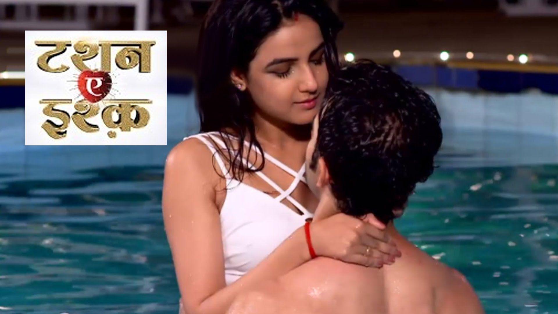 Twinkle khanna kissing scenes