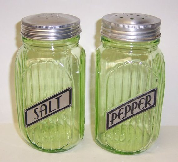 Hocking Green Transparent RIBBED SPICE Shaker Original Lid