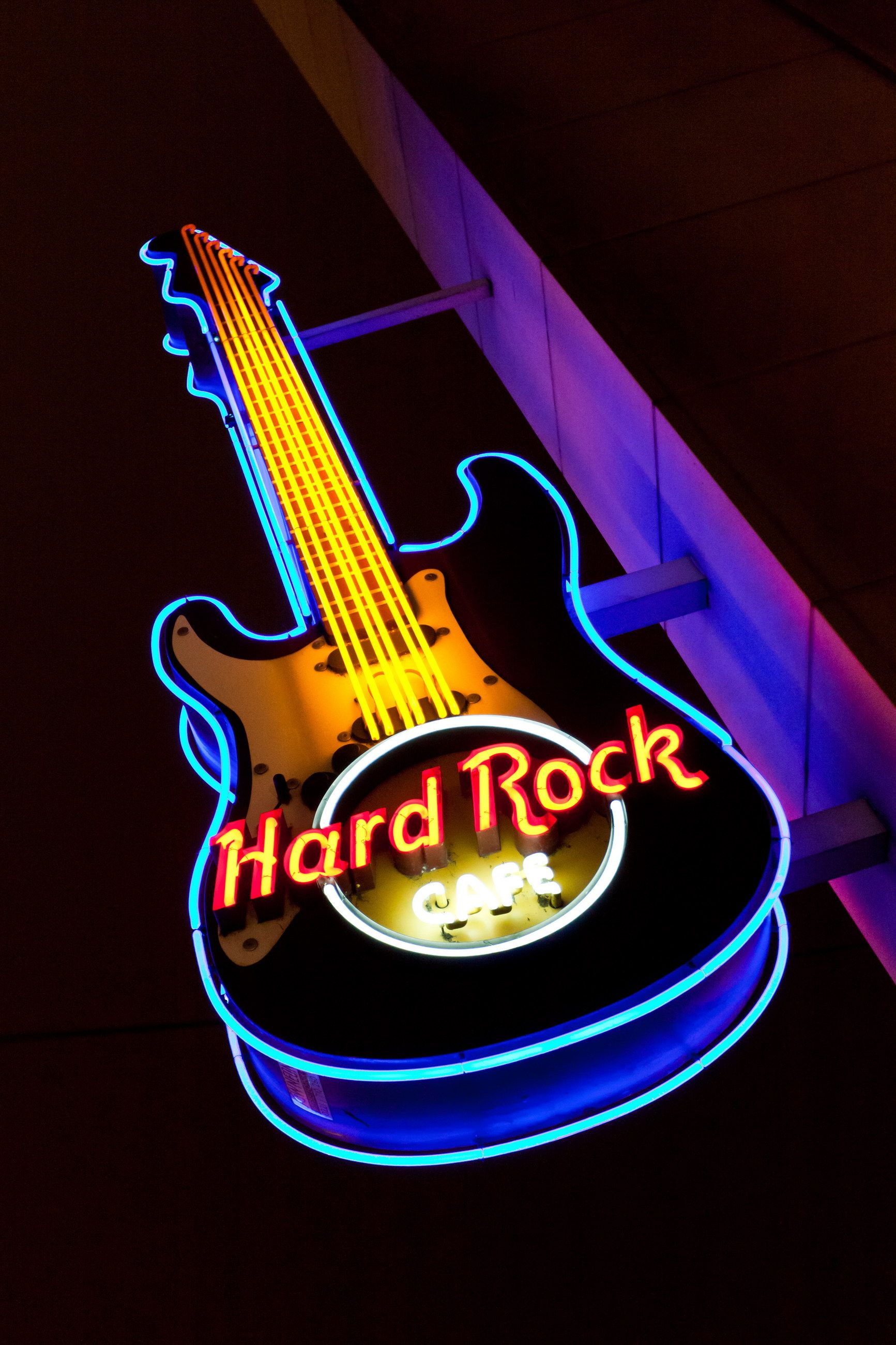 Hard Rock Cafe Cologne Outside I Ve Been To The Koln One A Few Times A Friend S Sister Works There Hard Rock Hard Rock Cafe Neon Signs