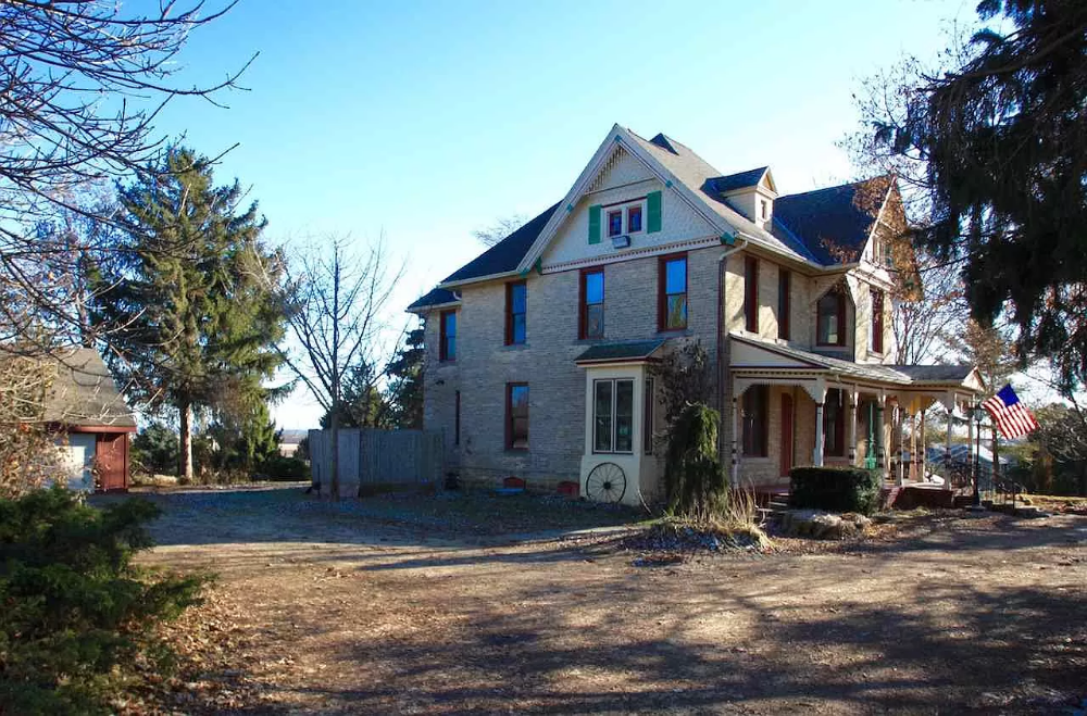 6502 County Road Vv Sun Prairie Wi 53590 Mls 1901852 Zillow Maple Floors Old House Dreams Cast Iron Stove