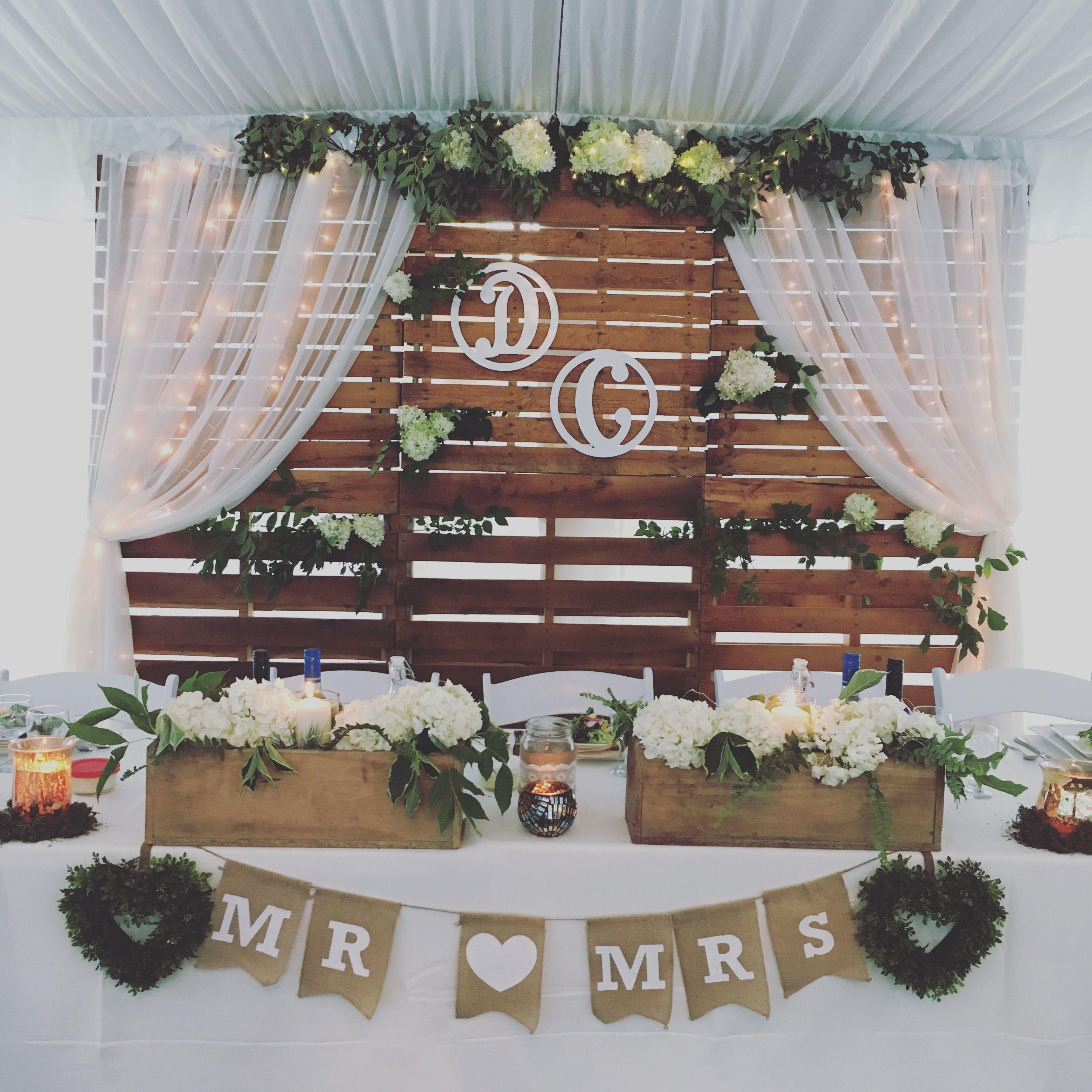 Vintage Wedding Head Table Ideas: Rustic Head Table And Backdrop. Wooden Backdrop Wedding