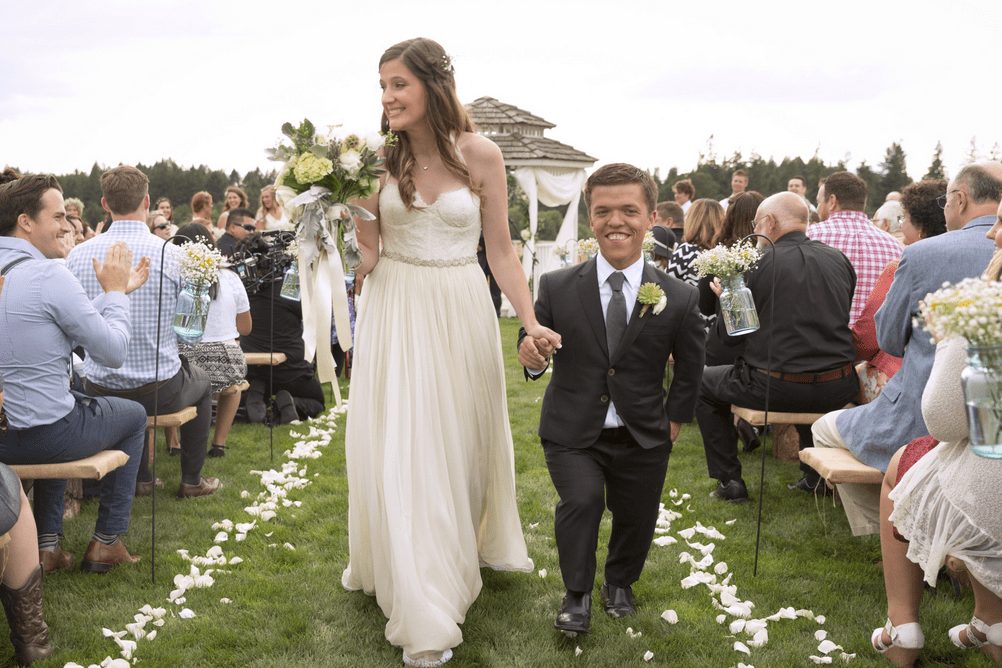 Tori Roloff First Child Diagnosed With Dwarfism More Unexpected Family Struggles Little People Big World Tori Roloff Celebrity Weddings