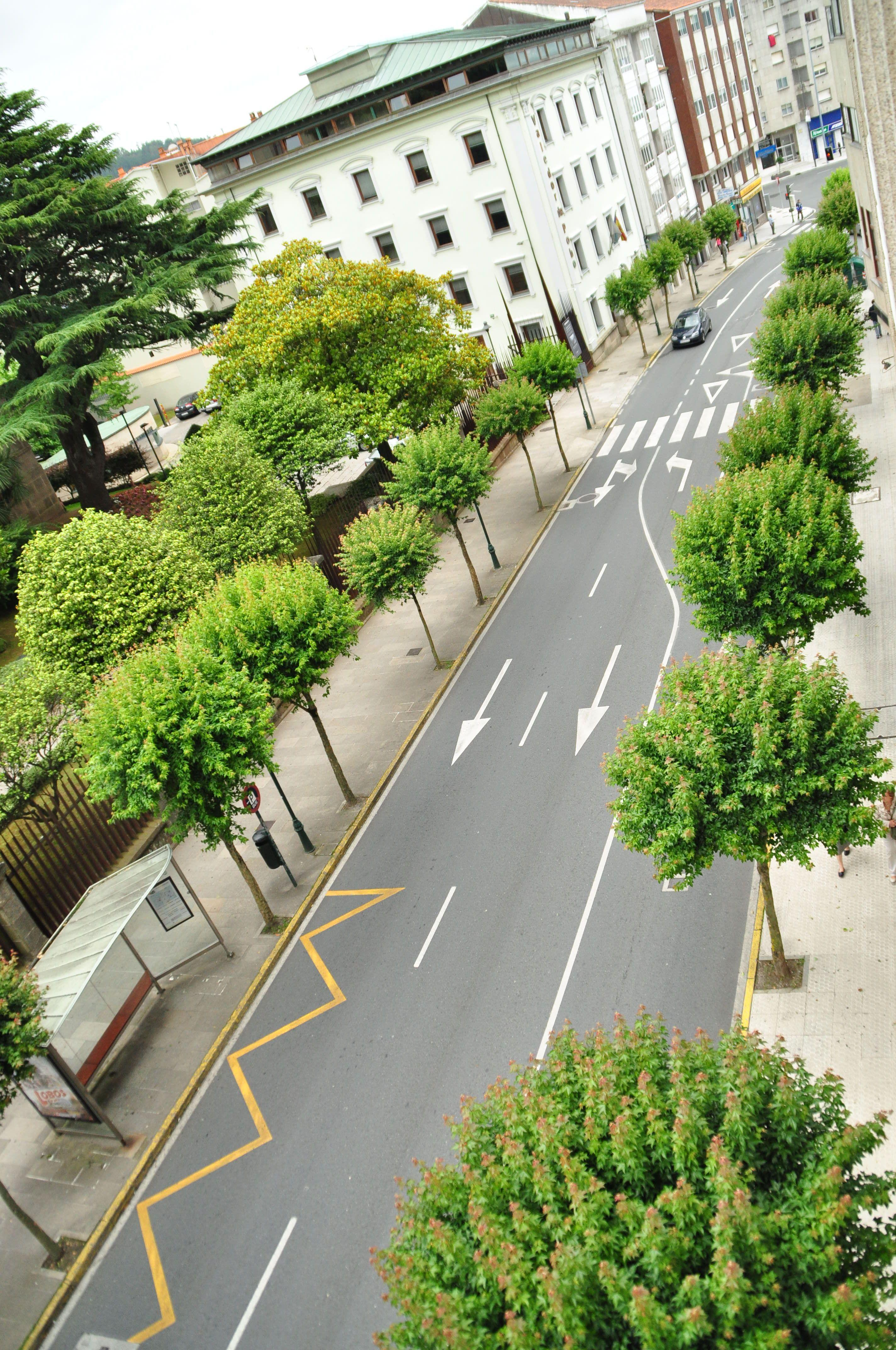 El Hotel San Carlos En Santiago De Compostela Está Ubicado En El Centro De La Ciudad Frente Al Parlamento De Galicia Galicia H American Songs Fields Street