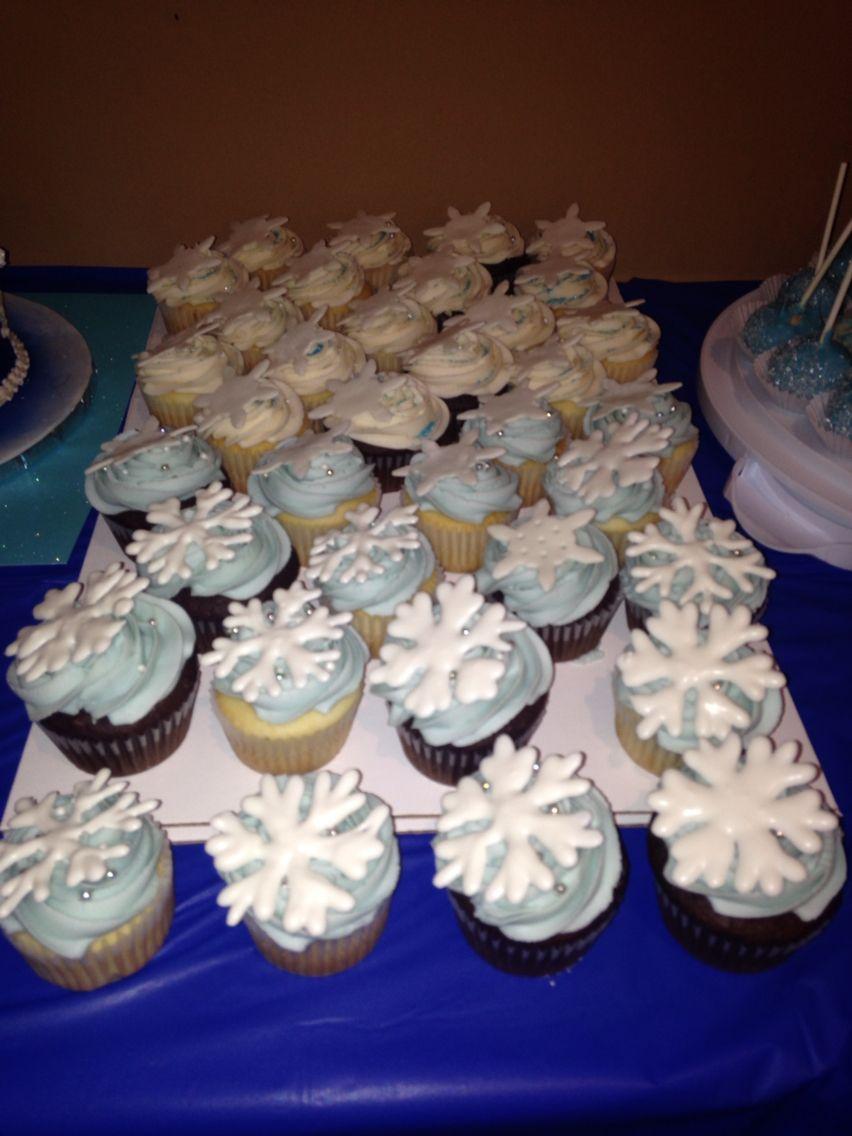 Ava's frozen birthday party cupcakes