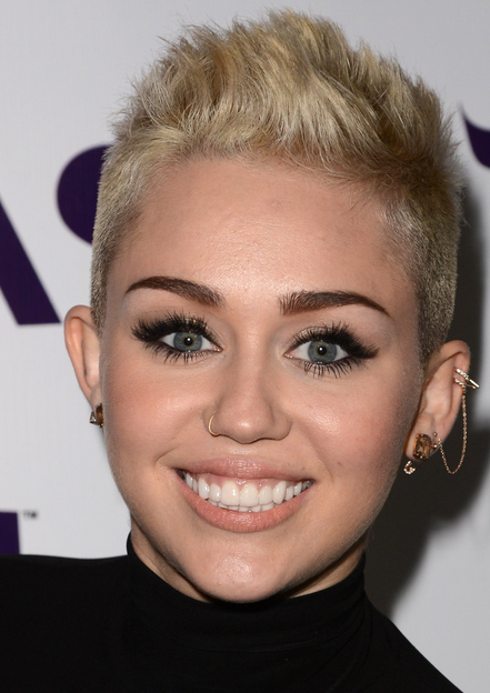 2013 Miley Cyrus Pictures With Her Very Short Hairstyle With Spiky Top Miley Cyrus Hair Short Hair Styles Short Hair Styles Easy