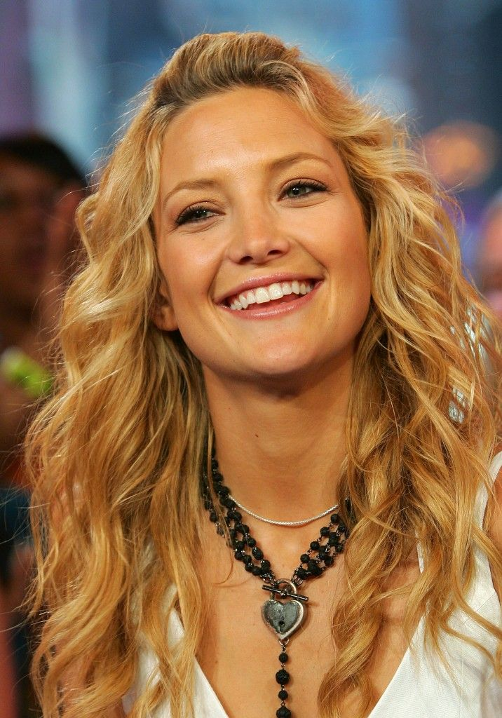 Want Those Beachy Curls Here S How Styleramp Kate Hudson Hair How To Curl Your Hair Kate Hudson