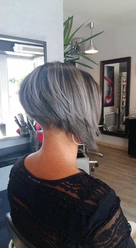 Carré plongeant gris avec hair tattoo | Passion Carré | Coiffure | Carré plongeant gris, Carré ...